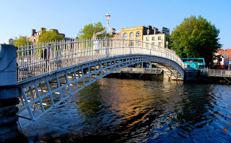 Pontos turísticos em Dublin: Ponte Ha'penny Bridge
