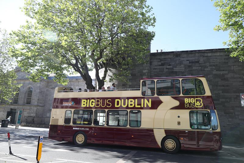 Passeio de ônibus turístico