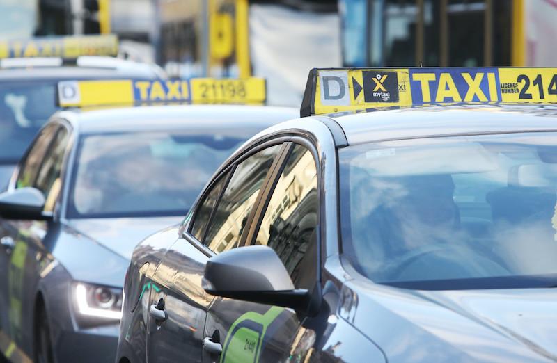 Como ir do aeroporto de Dublin até o centro: Táxi